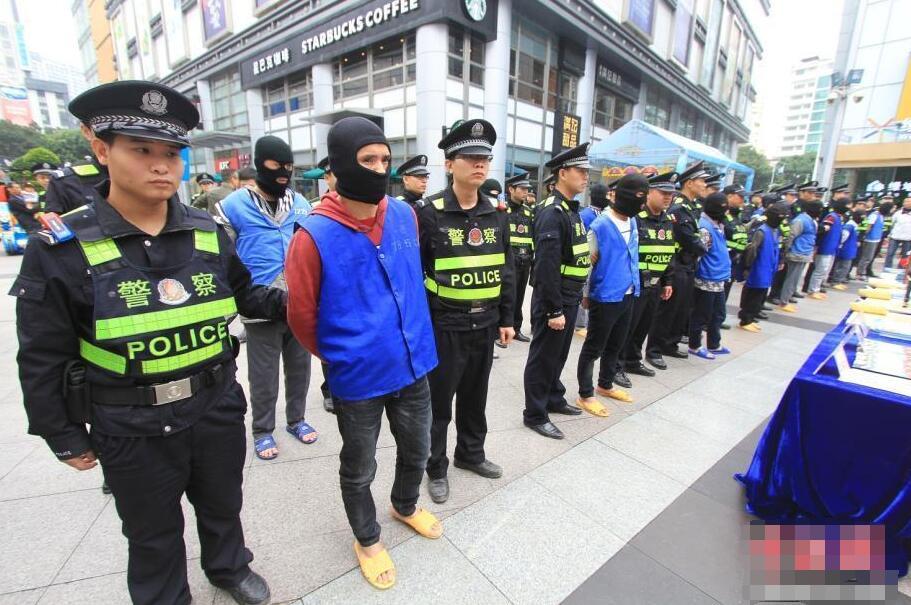 20名扒手指认犯罪现场