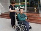 残疾考生带母上清华