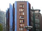 """建筑外墙现巨型""""书架"""""""