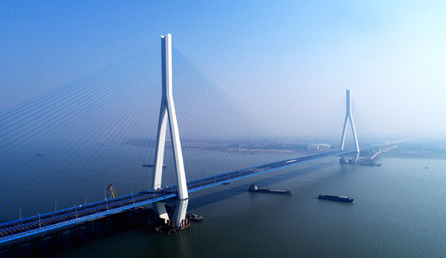 沌口长江公路大桥通车
