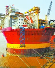 """中国造""""海上石油工厂""""起运英国"""