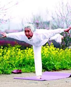 襄阳75岁老奶奶成瑜伽达人