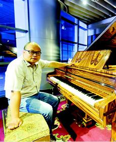 """""""音盲""""工科博士在汉建钢琴博物馆"""