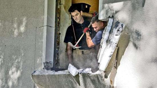 650斤重视频患病消防员凿壁用女子将其抬出(图)_荆楚教程下载叉车达内图片