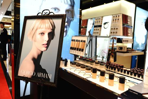 阿玛尼武汉广场美妆专柜产品-阿玛尼在汉打造 大师时尚光影 妆容图片