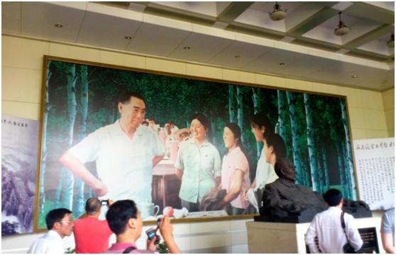 上海 石河子/周总理接见上海知青的巨幅照片