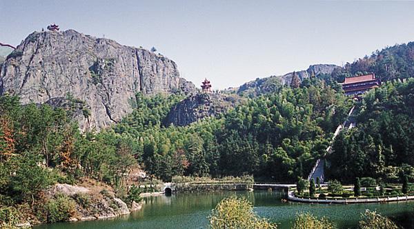 雷山风景名胜区位于湖北省大冶市城西15公里的