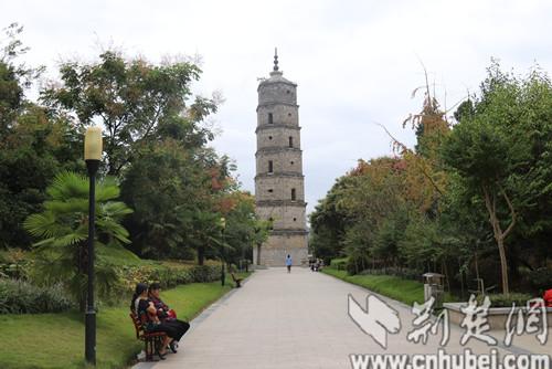 公园以清光绪年间京山文峰塔为主景