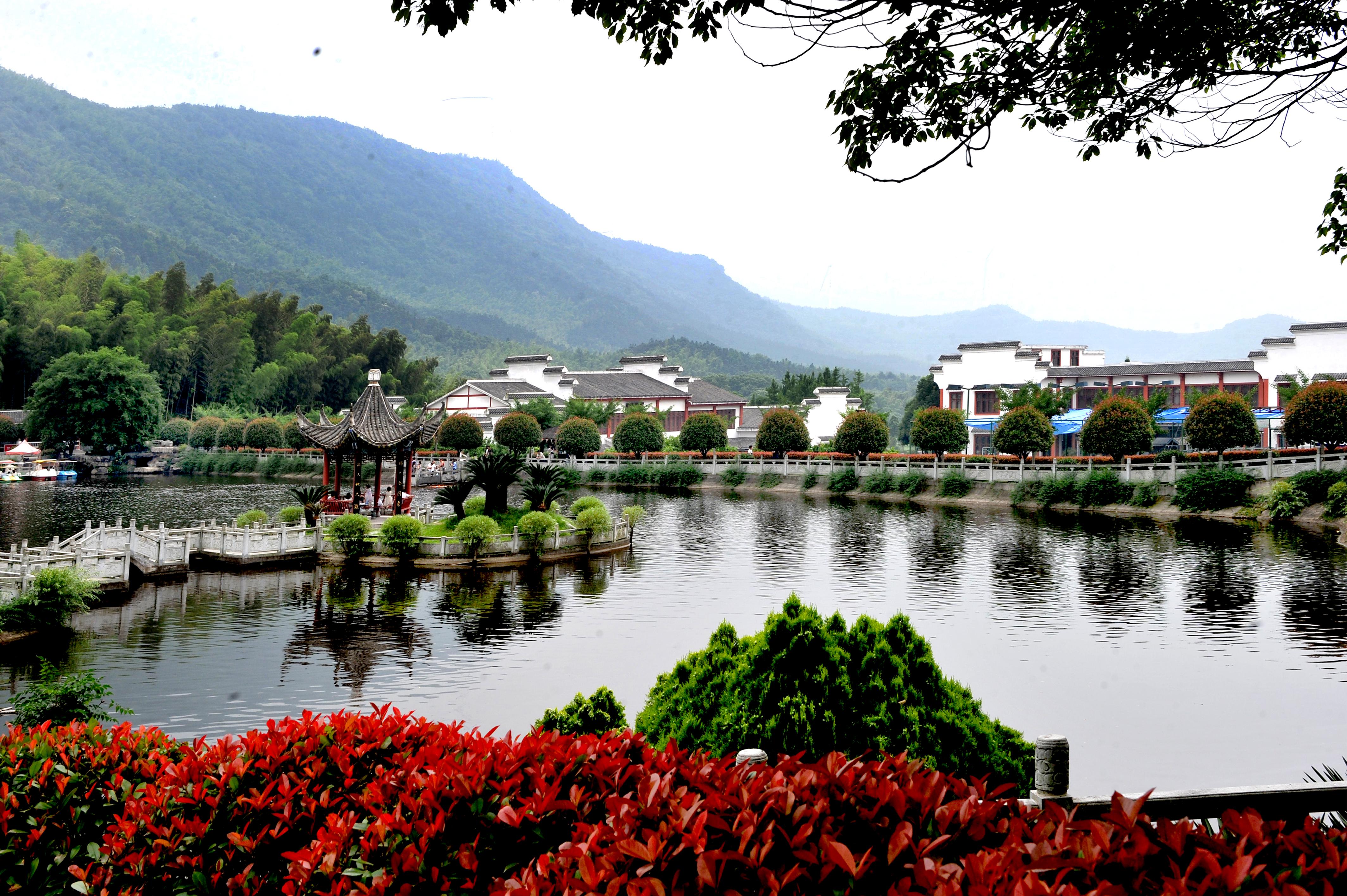 石首桃花山镇生态园水上游乐园一角