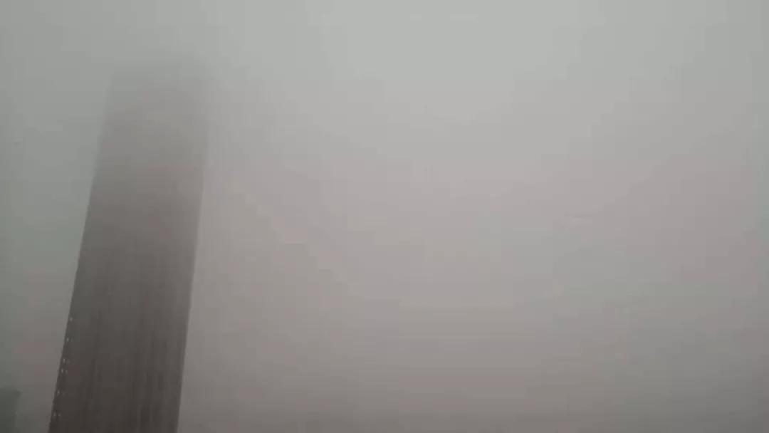 """武汉近两天出门基本""""看不清"""",到底是雾是霾?权威说法来了"""